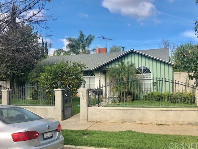 PROBATE AUCTION!!! GREAT OPPORTUNITY TO BUY A 3 BEDROOM, 2 BATH HOME IN THE LOVELY SAN FERNANDO VALLEY AREA OF NORTHRIDGE. THE HOME FEATURES A LIVING ROOM WITH FIREPLACE & DINING AREA. KITCHEN WITH RANGE. SIDE BY SIDE WASHER/DRYER HOOKUP. BACKYARD & DETACHED GARAGE. ALLEY ACCESS.