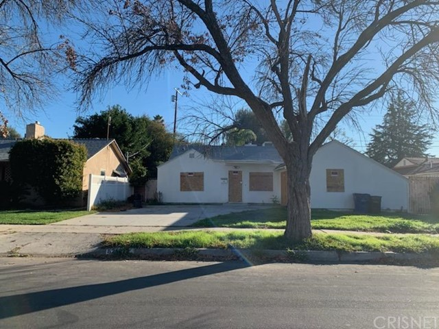 San Fernando home ready for a full remodel. Great opportunity for contractors. Good potential. Fireplace in the living room. Covered patio. Home is currently boarded up for safety.