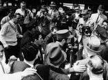 21 de abril. Fidel llega a la estacion de ferrocarril New Haven, Nueva York, procedente de Washington. Foto: Revolución.