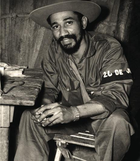 El comandante Juan Almeida Bosque, jefe del Tercer Frente Oriental Mario Muñoz Monroy.