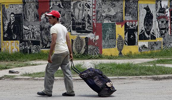 Consumo, luego existo, de Asaro Oaxaca (Asamblea de Artistas Revolucionarios de Oaxaca). Foto: Ismael Francisco/ Cubadebate