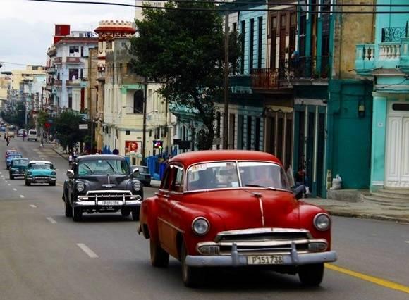 Las taxistas deberán ajustarse a los nuevos precios o serán sancionados. Foto: José Raúl Concepción/Cubadebate.