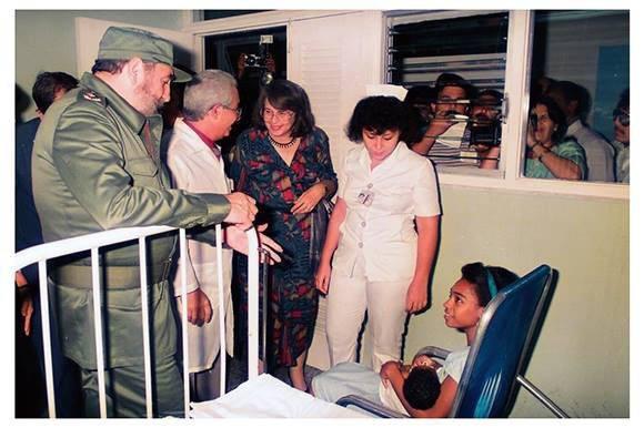 Preocupado por la atención médica, una de las grandes conquistas de la Revolución Cubana. Foto: Archivo.