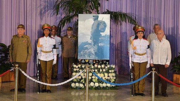 Guardia de honor en el Memorial José Martí. Foto: Roberto Suárez/ Juventud Rebelde