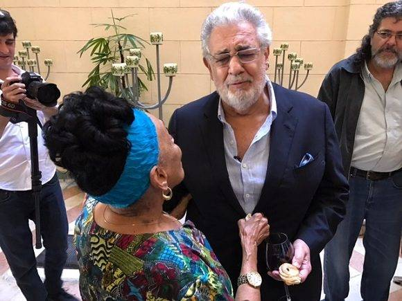 """Omara Portuondo y Plácido Domingo cantan """"Quiéreme mucho"""". Foto: Donada por la Omara Portuondo."""