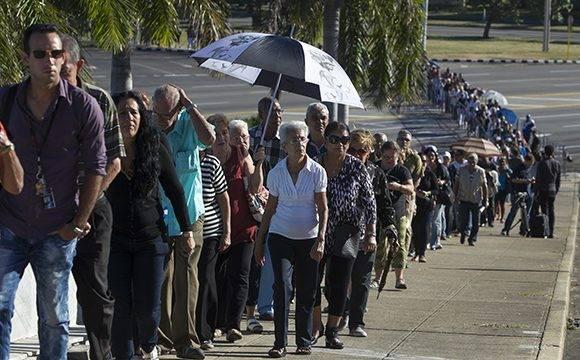 Desde la Plaza de la Revolución, el dolor no se comparte, se multiplica. Como dijo Fidel, en este mismo lugar cuando el pueblo rindió honores a los mártires del crimen de Barbados, en 1976. Foto: Ladyrene Pérez/ Cuba