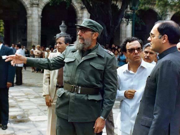 Eusebio Leal junto al líder de la Revolución Cubana, Fidel Castro. Foto: Cortesía del entrevistado.