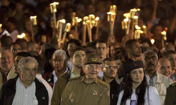 Pepe Mujica, Raúl Castro, Jennifer Bello en la Marcha de las Antorchas en enero de 2016. Foto: Ismael Francisco/ Cubadebate.