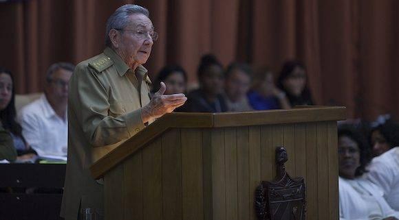 Raúl Castro interviene en el plenario de la Asamblea Nacional del Poder Popular este 27 de diciembre de 2016. Foto: Ladyrene Pérez/ Cubadebate