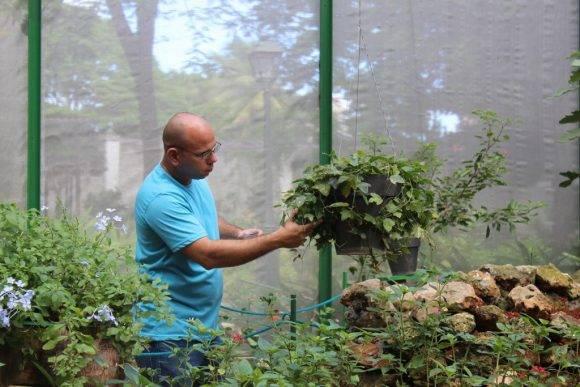Roberto Rodríguez, biólogo de la Quinta de los Molinos. Foto: Alejandra García / Cachivache Media.