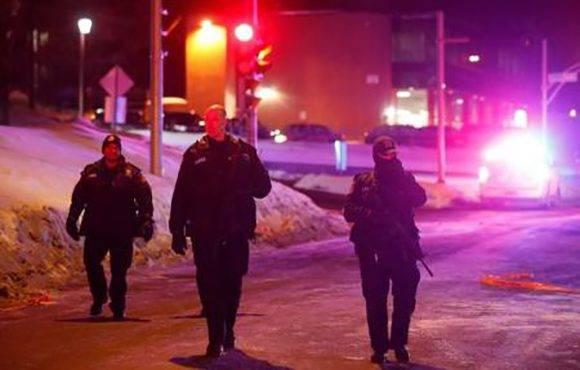 ir al articulo Seis personas murieron y otras ocho resultaron heridas tras abrir fuego hombres armados en una mezquita de Quebec durante los rezos nocturnos del domingo. Foto: Reuters/ Mathieu Belanger.