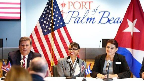 El Director Ejecutivo del Puerto de Palm Beach, Manuel Almira, y el Vicepresidente Dr. Jean L. Enright, se reunirán con Ana Teresa Igarza y una delegación de Cuba en el Puerto de Palm Beach en Riviera Beach el 27 de enero de 2017. Richard Graulich / El Palm Beach Post)