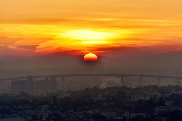 The sun sets over the Chevire bridge in Nantes, western France, on January 6, 2017.   / AFP PHOTO / LOIC VENANCE