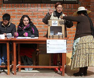 Más de 6,5 millones de votantes fueron llamados a acudir a las urnas. Foto: EFE