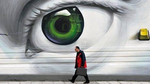"""""""Hay que rendirse a la evidencia: aquí y ahora vivimos bajo el control de una especie de Imperio de la vigilancia""""."""