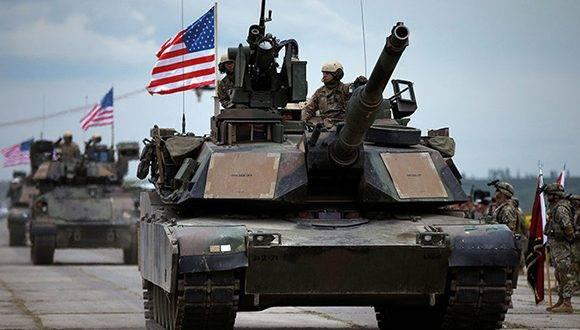 Cuatro tanques del ejército de los Estados Unidos se aproximaron a la frontera de Rusia por Estonia, como parte de una maniobra de la OTAN. Foto: David Mdzinarishvili/ Reuters.