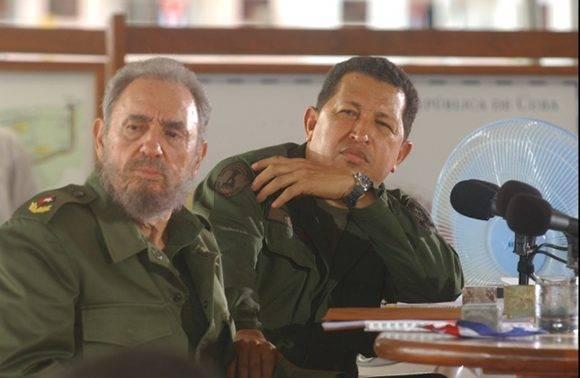 """Fidel Castro y Hugo Chávez Frías, en la edición 231 del programa """"Aló, Presidente"""", 21 de agosto de 2005. Foto tomada de Fidel Soldado de las Ideas"""