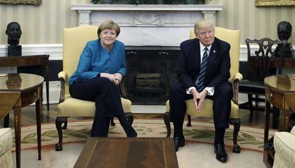 Merkel y Trump hablaron en el Salón Oval, pero en esa ocasión no se dieron la mano para la foto. Foto: La Capital.