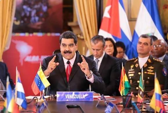 """""""A Chávez hay que recordarlo con alegría, en batalla por la felicidad, con tambores y cantos"""", dice Maduro en la XIV Cumbre ALBA-TPC. Foto: @DPresidencia/ Twitter."""