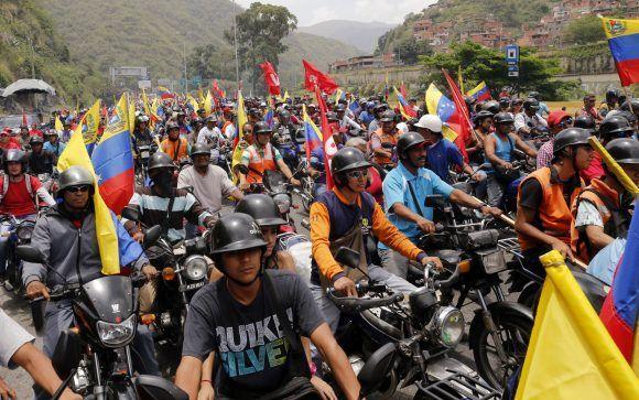 Motorizados revolucionarios salieron desde Caricuao en caravana en defensa de la soberanía del país / AVN