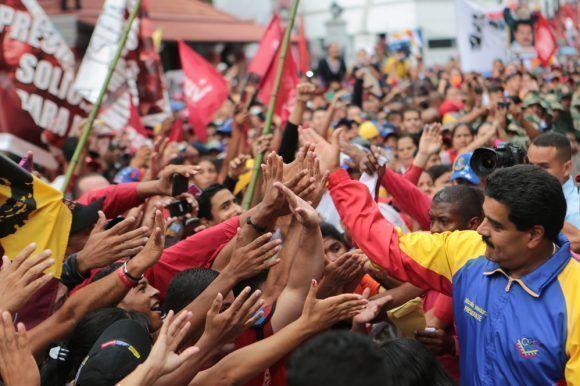 Nicolás Maduro junto al pueblo venezolano
