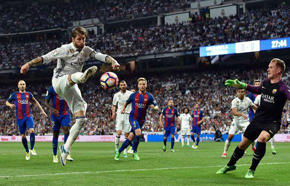 En el gol del 1-0 Sergio Ramos tiró al palo y Casemiro mandó el rebote al fondo de la red. Foto: AFP.
