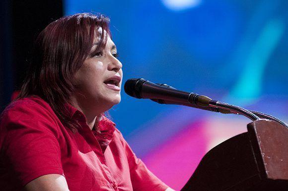 Susely Morfa González durante su intervención en la gala político-cultural por los 55 años de la UJC. Foto: Ladyrene Pérez/ Cubadebate.