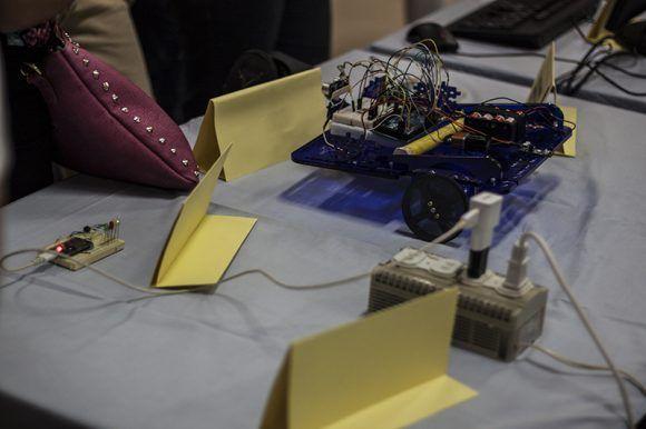 Regleta inteligente y drone terrestre. Foto: L Eduardo Domínguez/ Cubadebate.