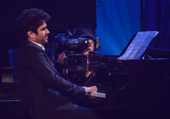 El pianista cubano, Harold López-Nussa, durante la gala con motivo del Día Internacional del Jazz, en el Gran Teatro de La Habana Alicia Alonso, Cuba, el 30 de abril de 2017. ACN FOTO/Marcelino VÁZQUEZ HERNÁNDEZ