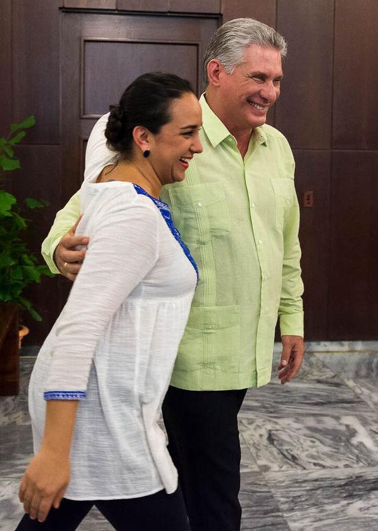 El vicepresidente cubano, Miguel Díaz-Canel junto a ña presidenta del Parlamento, Gabriela Rivadeneira, durante la visita de la líder ecuatoriana a Cuba en 2016. Foto: Calixto N. Llanes/ Juventud Rebelde/ Archivo.
