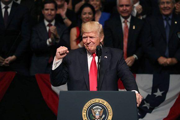 Donald Trump durante su discurso en Miami sobre las relaciones con Cuba. Foto: Getty.