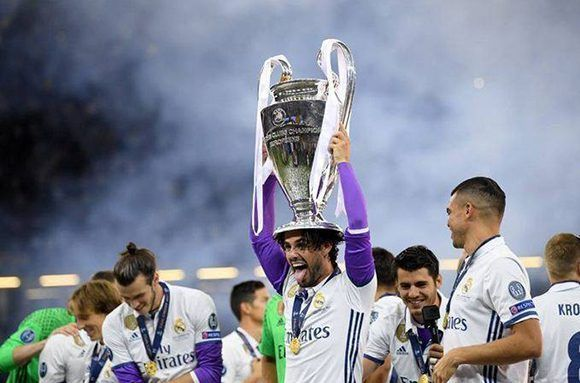 Isco celebra tras la histórica goleada del Real Madrid a la Juventus en la final de la Champions. Foto: @FIFA/ Twitter.