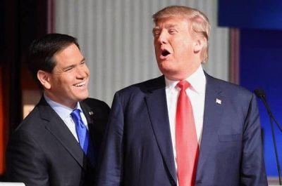 El senador cubanoamericano, Marco Rubio, fue quien presentó a Donald Trump en Miami y uno de las figuras que más influencieron en el cambio de la política hacia Cuba. Foto: Rainier Ehrhardt/ AP.