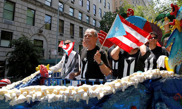 Oscar López Rivera participa en Desfile Puertorriqueño de Nueva York. Foto: @alexascarpita