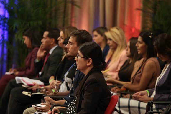 Periodistas escuchan las palabras de Maduro durante la rueda de prensa. Foto: @PresidencialVen/ Twitter.