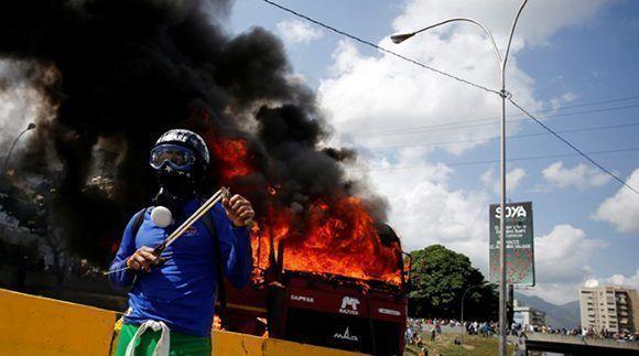 La Red de Intelectuales, Artistas y Movimientos Sociales en Defensa de la Humanidad condenó la violencia en Venezuela.. Foto: Reuters.