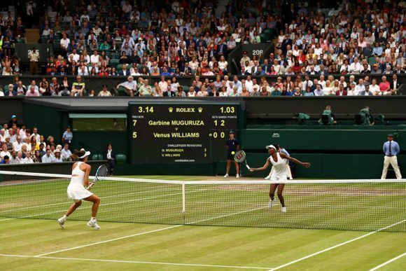 Venus Williams y Garbiñe Muguruza durante la final de Wimbledon. Foto: Getty Images.