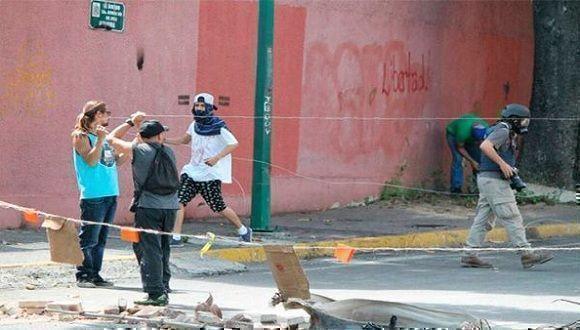 El joven de 25 años murió mientras intentaba accionar un artefacto explosivo (mortero). Foto: Tomada de Telesur
