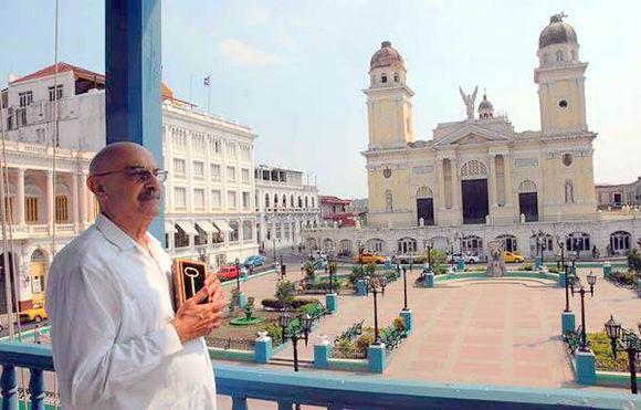 Con gran orgullo y gratitud por su tierra natal, Moltó recibió la Llave de la Ciudad de Santiago de Cuba. Foto: Cubaperiodistas.