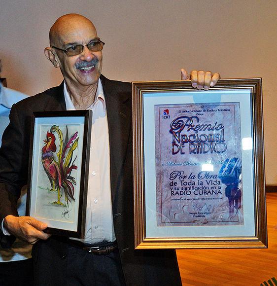 Moltó al recibir el Premio Nacional de la Radio. Foto: Serguei Montalvo/ Cubaperiodistas.