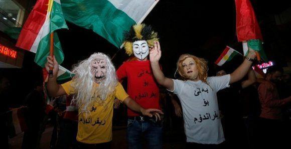 Manifestantes muestran su apoyo al referéndum de independencia del Kurdistán. Foto: Reuters.