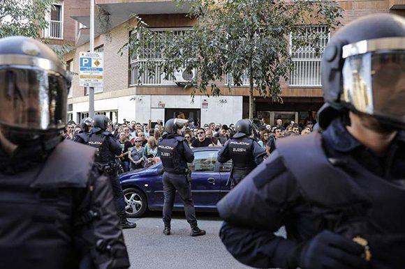 Protesta en la sede de la CUP. Foto: Xavi Herrero/ El Público.