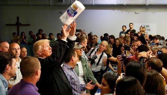 Actuación de Trump en Puerto Rico: vio a damnificados y les tiró papel higiénico Foto: Reuters