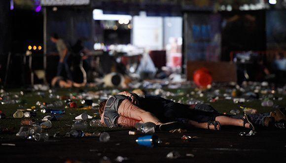 Al menos 50 personas han muerto y más de 200 han resultado heridas tras un tiroteo cerca de un famoso hotel de Las Vegas. Foto: David Becker / AFP