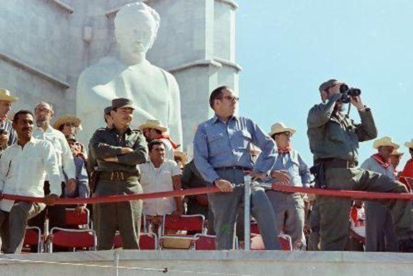 Fidel Castro, Osvaldo Dorticós, Raúl Castro y Juan Almeida participan en al acto por el Día Internacional de los Trabajadores en la Plaza de la Revolución. 1ro de mayo de 1972. Foto: Estudios Revolución / Sitio Fidel Soldado de las Ideas