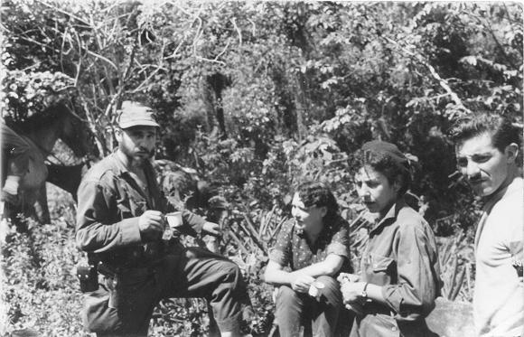 Fidel Castro, Haydeé Santamaría Cuadrado, Celia Sánchez Manduley en el Primer Frente Oriental José Martí, en la Sierra Maestra. Foto: Instituto de Historia / Sitio Fidel Soldado de las Ideas