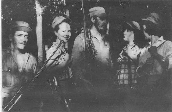 Fidel Castro, Vilma Espín y Celia Sánchez Manduley en el Primer Frente Oriental José Martí, en la Sierra Maestra. Foto: Instituto de Historia / Sitio Fidel Soldado de las Ideas