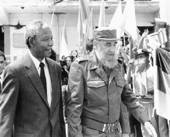 Fidel Castro recibe a su llegada a Cuba al presidente del Congreso Nacional Africano (ANC) Nelson Mandela, en el aeropuerto internacional José Martí, la Habana, 25 de julio de 1991. Foto: Sitio Fidel Soldado de las Ideas