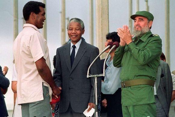 Fidel Castro junto a Teófilo Stevenson y Nelson Mandela en La Habana, 25 de julio de 1991. Foto: Estudios Revolución / Sitio Fidel Soldado de las Ideas