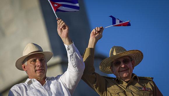 Díaz-Canel y Raúl en el 1ero. de Mayo